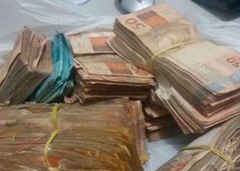 Quarteto � flagrado com R$ 100 mil durante abordagem em rodovia do Agreste Central