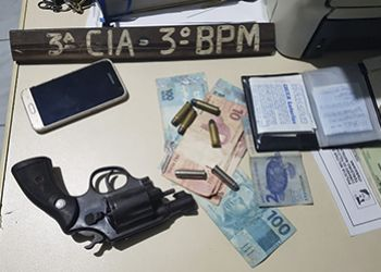 Dupla é presa na cidade de Ribeirópolis com arma de fogo em abordagem da Polícia Militar