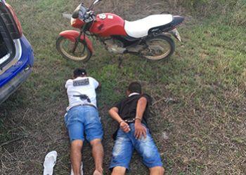 Dupla suspeita de realizar assaltos � presa pela Pol�cia Militar na Zona Rural de Itabaiana