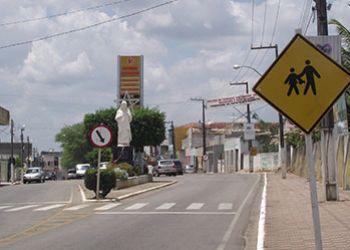 Em Ribeirópolis, homem tenta fugir de assaltantes e acaba atingido por disparo de arma de fogo