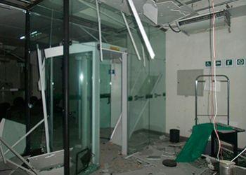 Bandidos atacam viatura policial e explodem ag�ncia banc�ria em Nossa Senhora Aparecida