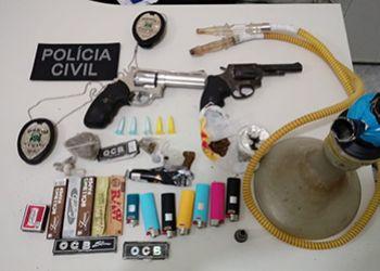 Pol�cia Civil presenta detalhes da apreens�o de pared�o, armas de fogo e droga em s�tio no munic�pio de Areia Branca