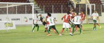 Sergipe massacra o Galo do Sert�o na Arena Batist�o pelo Sergipano 2016