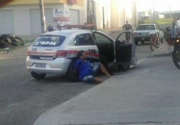 Homem � preso pela PM ap�s tentar atropelar ex-mulher com motocicleta