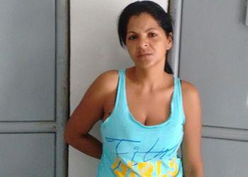 Reincidente: Pol�cia flagra vendedora de roupas com entorpecente em resid�ncia