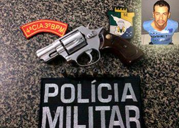 Homem � flagrado de posse de arma de fogo em abordagem no centro da cidade de Itabaiana