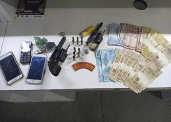 Ap�s a pr�tica de diversos assaltos dupla troca tiros com Policiais Militares em S�o Domingos