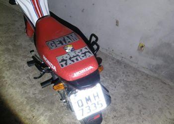 Pol�cia Militar recupera em Itabaiana motocicleta com restri��o de roubo