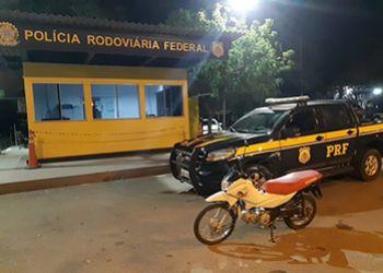 PRF recupera na BR-235 motocicleta quinze minutos após ter sido roubada em Itabaiana