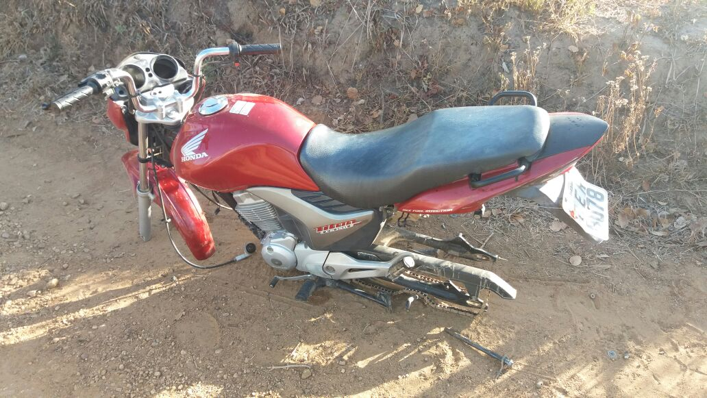 Motocicleta depenada Itabaiana Sergipe