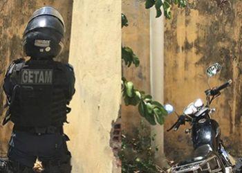 Motocicleta com restri��o de roubo � encontrada pela equipe do Getam na periferia da cidade de Itabaiana