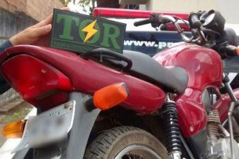 Rodovia Estadual: Pol�cia Militar recupera motocicleta roubada e prende homem por posse ilegal de arma de fogo