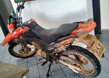 Motocicleta roubada na zona rural de Areia Branca � recuperada pela PM em Moita Bonita