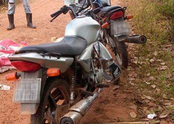 Motocicletas com restri��es de roubo s�o recuperadas pela PM na zona rural de Areia Branca