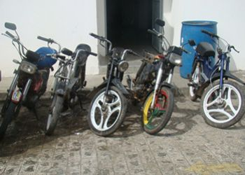 Na periferia: Pol�cia recupera motonetas roubadas e apreende adolescentes em Itabaiana