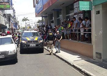 Condutor de automóvel é flagrado dirigindo em alta velocidade na BR – 235, em Itabaiana