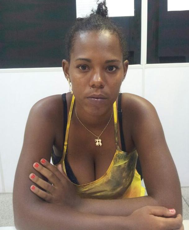 mulher arma de fogo dinheiro Areia Branca Sergipe