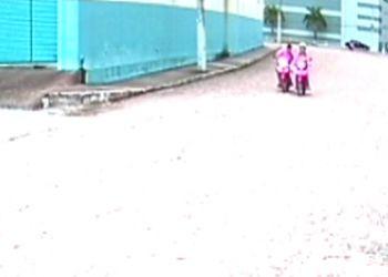 Indivíduo age de forma ousada e furta telefone de condutora de motocicleta em Itabaiana