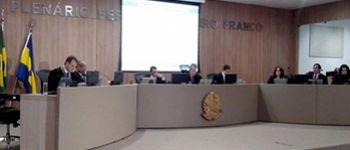 TCE exp�e sal�rios de prefeitos e vereadores e pode aplicar multas