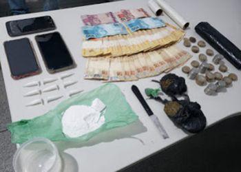 A��o policial na cidade de Ribeir�polis termina com a pris�o de dois jovens por tr�fico de drogas e corrup��o de menores