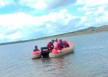 Corpo do jovem, vítima de afogamento na Barragem de Campo do Brito, é resgatado por mergulhadores do Corpo de Bombeiros