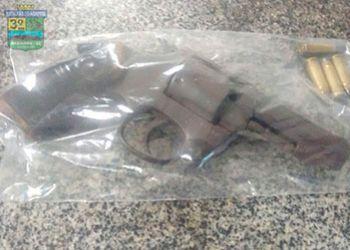 Na zona rural de Frei Paulo, frequentador de bar é flagrado com arma de fogo