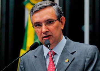 Citado em lista divulgada por Jornal de S�o Paulo, senador Eduardo Amorim emite nota