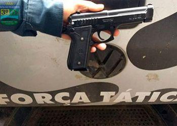 Simulacro de arma de fogo descartado por adolescentes é apreendido pela PM em Itabaiana