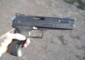 PM efetua pris�o em flagrante de indiv�duo e apreende simulacro de arma de fogo em Frei Paulo