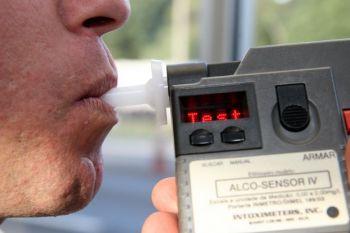 Motorista � detido por embriaguez ao volante ap�s ser flagrado praticando dire��o perigosa