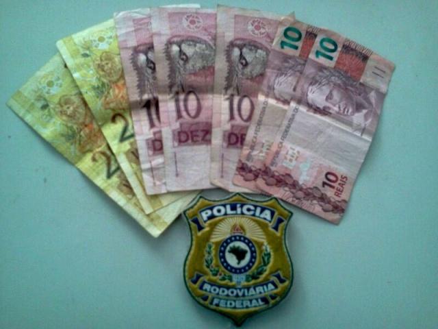 prf_prisao_motociclista_embriagado_dinheiro_640